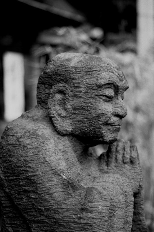 嶋田屋の石像2