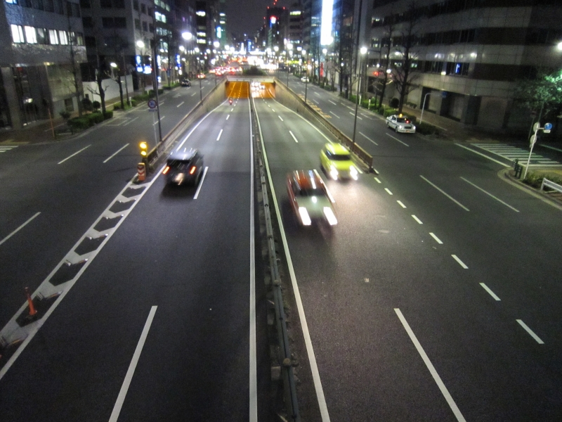 昭和通りを歩道橋から撮影