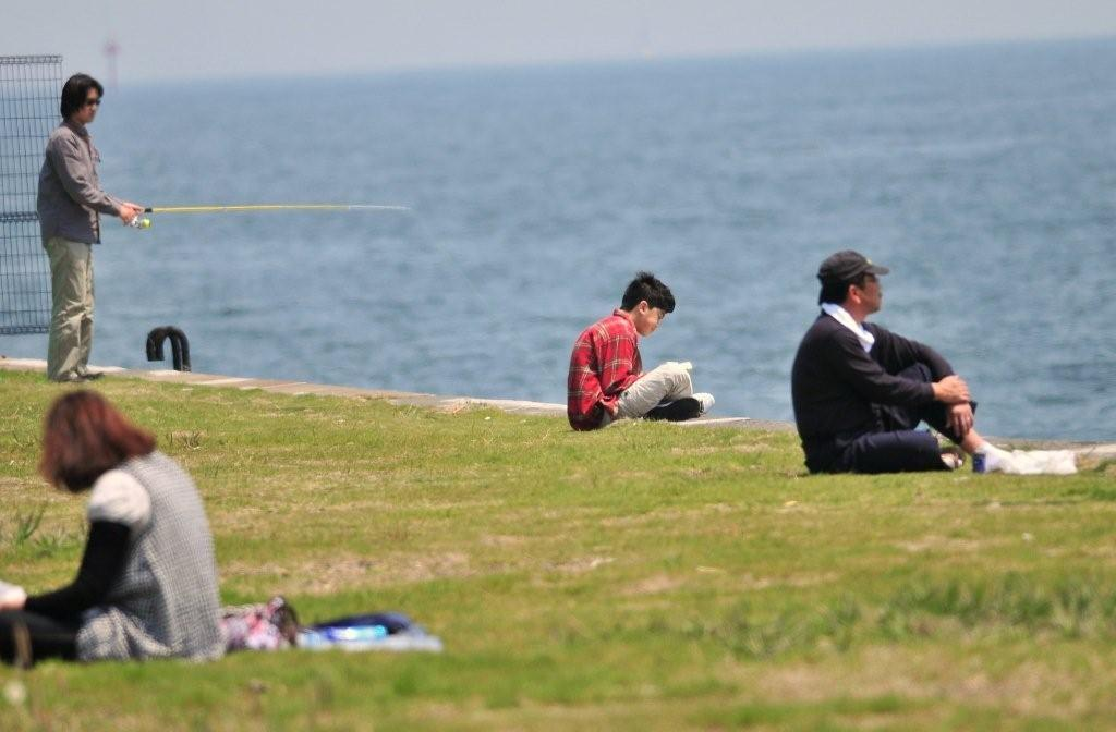 海辺での読書・・・欧米か!.jpg