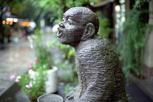嶋田家前の石像