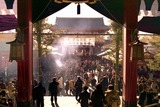 正月二日の浅草寺境内