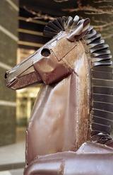 鉄でできた黒い馬